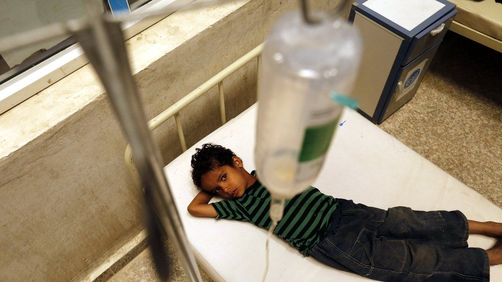 A Yemeni child infected with cholera receives treatment at a hospital in Sanaa (7 August 2017)