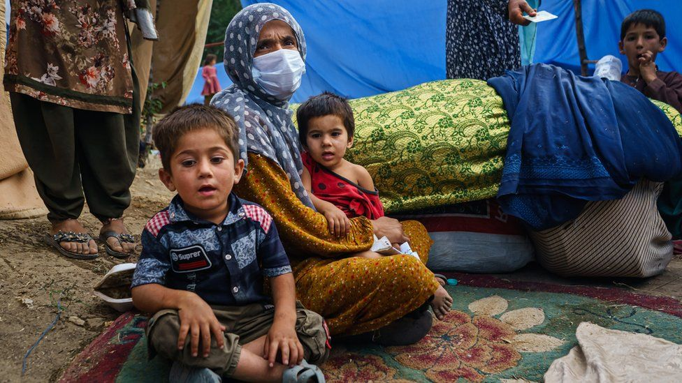 A mother and her two children who have left their home in Kabul