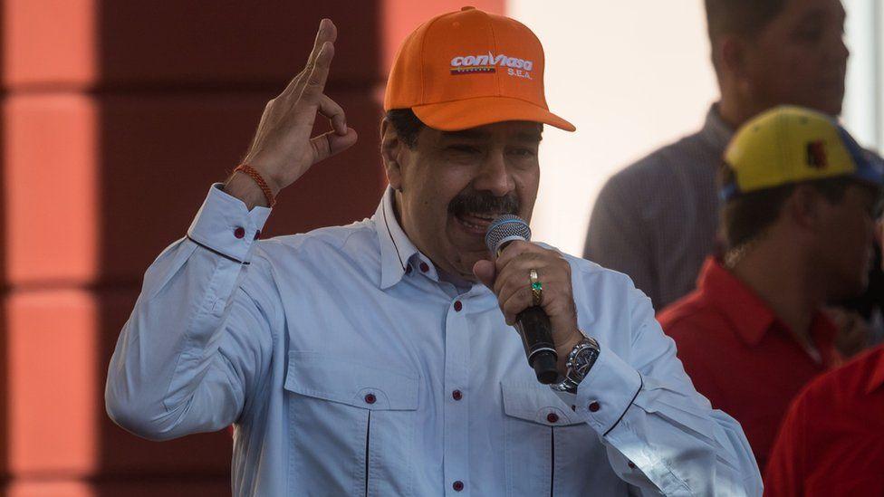 President Maduro wearing a Conviasa hat