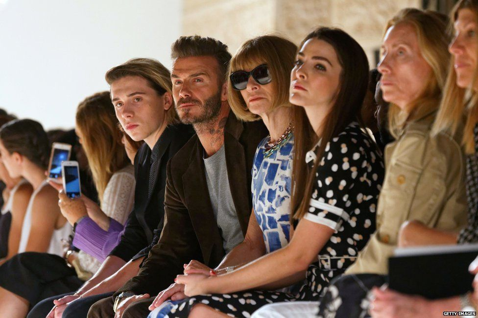 Brooklyn and David watch Victoria's runway show with Vogue editor-in-chief Anna Wintour