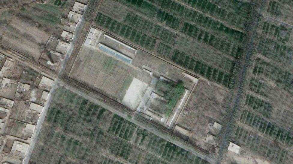 Спутниковый снимок 2018 года, на котором виден лагерь в Хотане, куда поместили Аблета