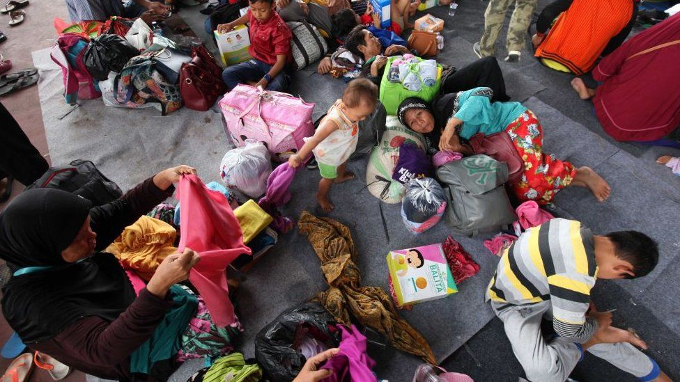 Residents evacuate from Sebesi Island at Tennis Court Kalianda in South Lampung, Indonesia on December 26, 2018