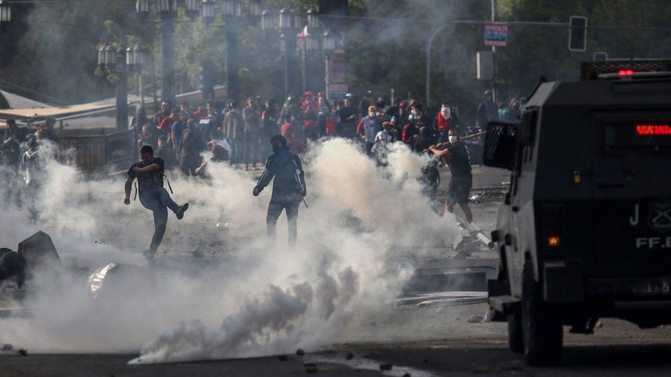 Demonstrators clash with soldiers in Santiago