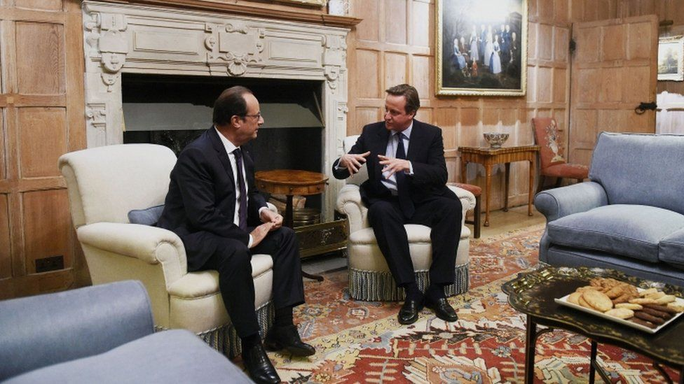 Cameron meets Hollande at Chequers