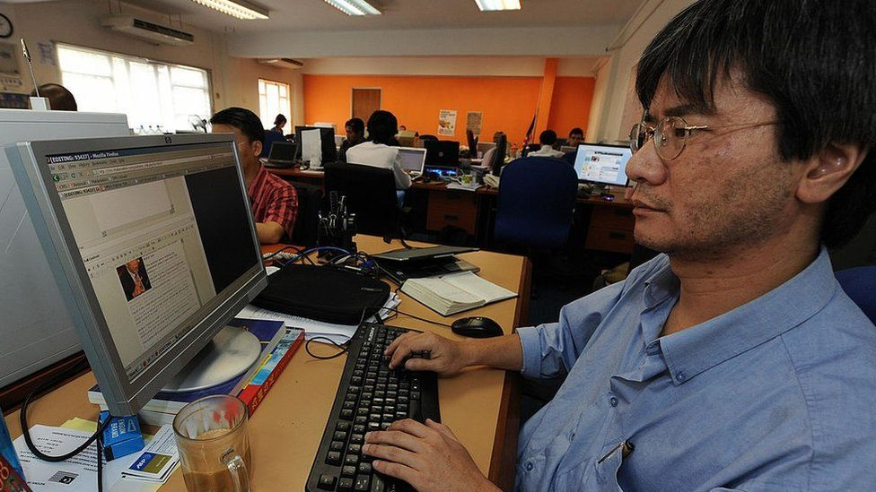Steven Gan (R), one of the founder of a news website Malaysiakini, works on a story in his office in Kuala Lumpur on November 20, 2008.