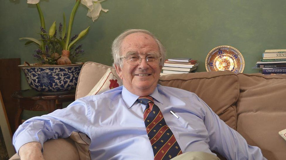 Y gwyddonydd byd enwog, Syr John Meurig Thomas