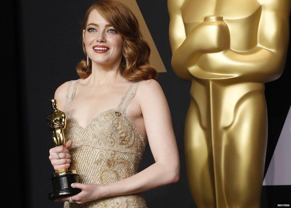Emma Stone holding her Oscar