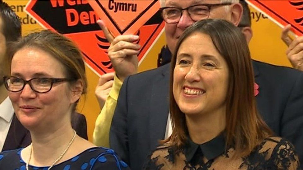 Jane Dodds (R) with ex-Welsh Lib Dem leaders Kirsty Williams and Lord German