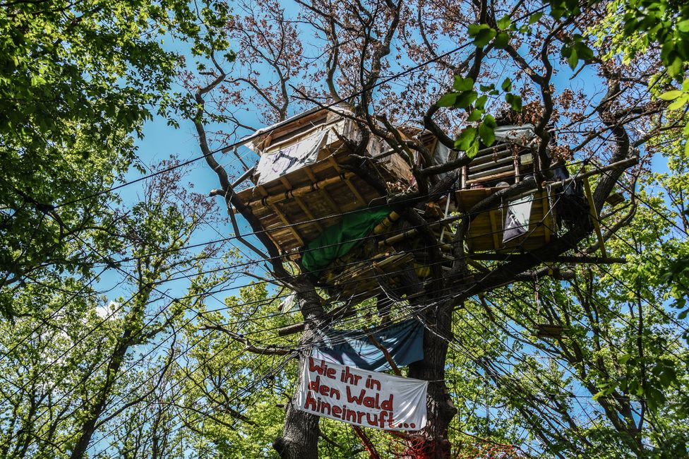 The coal mine that ate Hambacher forest - BBC News