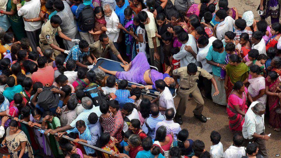 India stampede 'kills 27 pilgrims' in Andhra Pradesh - BBC News