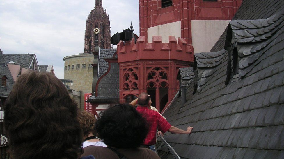 People on a Frankfurt on Foot rooftop tour