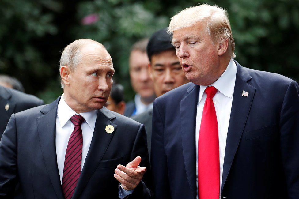 Russian President Vladimir Putin (L) with US President Donald Trump in Danang, 11 November