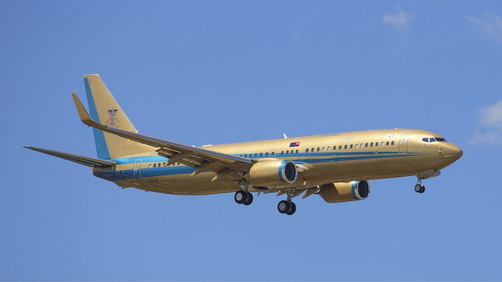 Gold painted Boeing 737
