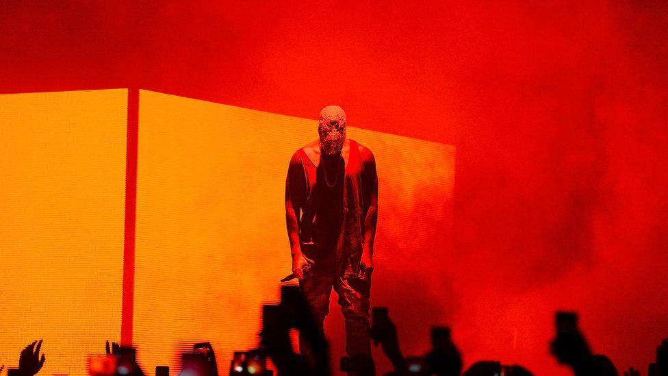 Kanye performing in Austtralia