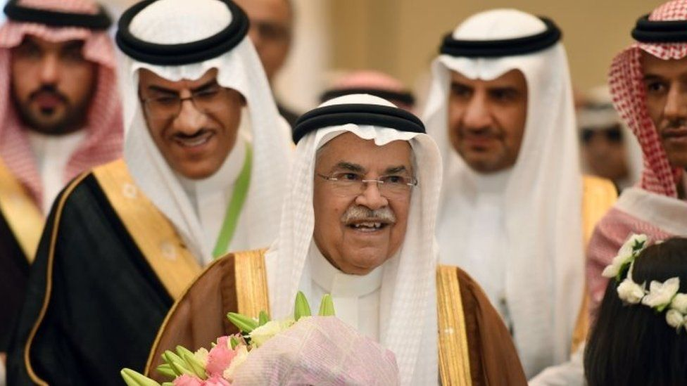 Saudi Minister of Oil and Mineral Resources Ali al-Naimi (centre) at the opening ceremony of the first Saudi Mining and Minerals exhibition and conference in Riyadh (27 October 2015)