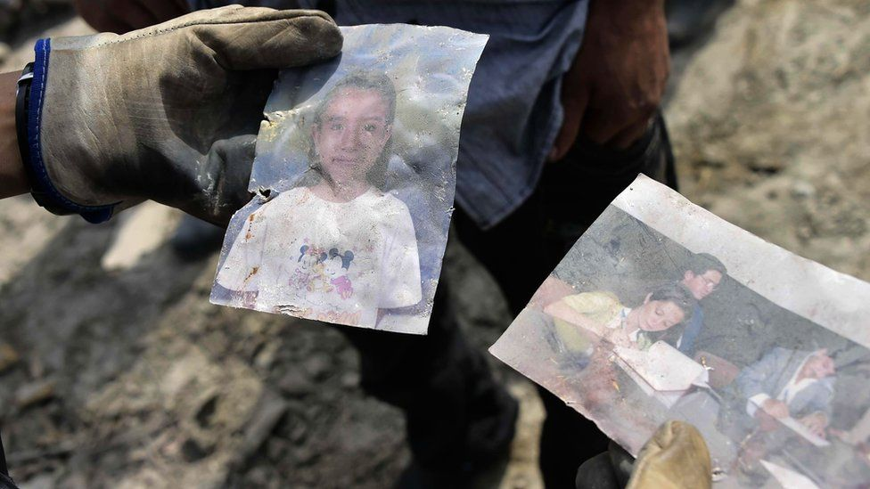"""Soldiers and members of Ecuador""""s Special Operations Group search for survivors in one of Ecuador""""s worst-hit towns, Pedernales, two day after a 7.8-magnitude quake hit the country, on April 18, 2016."""
