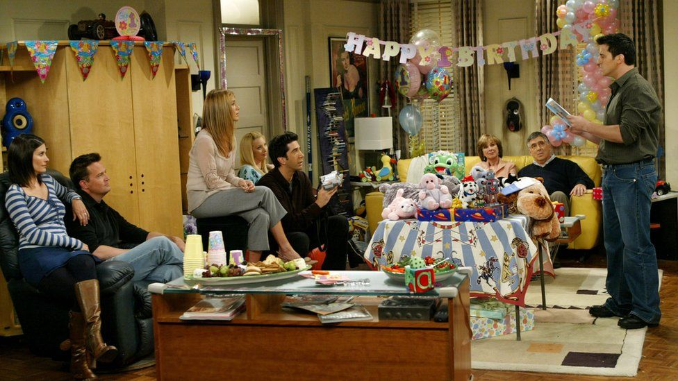 Friends cast perform on set in 2003