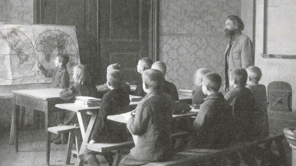 дети в гимназии