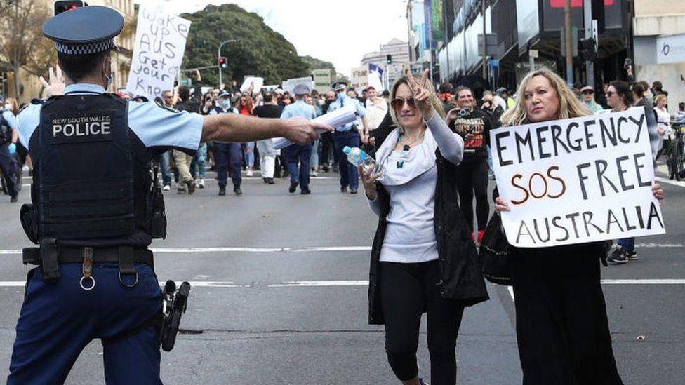 Australia Covid: Anti-lockdown protesters condemned - BBC News