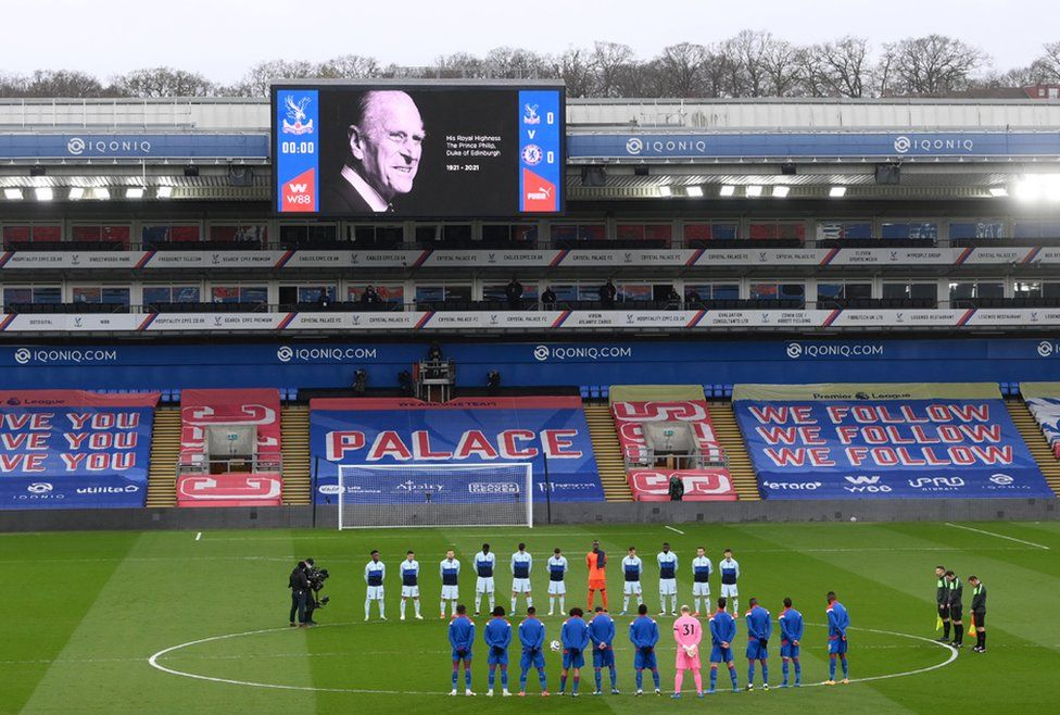 Players from Crystal Palace and Chelsea observe a two minute silence for Prince Philip at Selhurst Park, London, 10 April 2021.