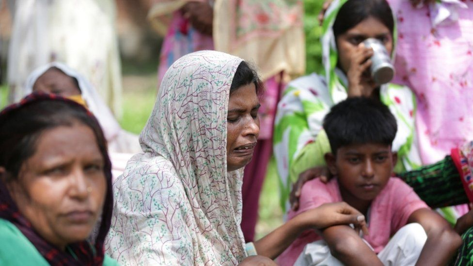 Wife of poisoning victim Kirpal Singh mourns her husband with family members