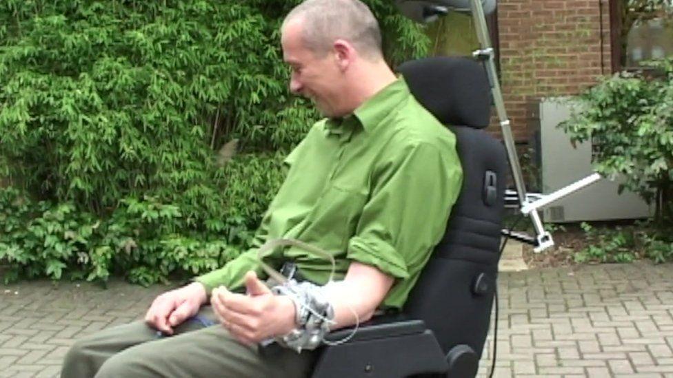 Kevin Warwick controls a robot hand