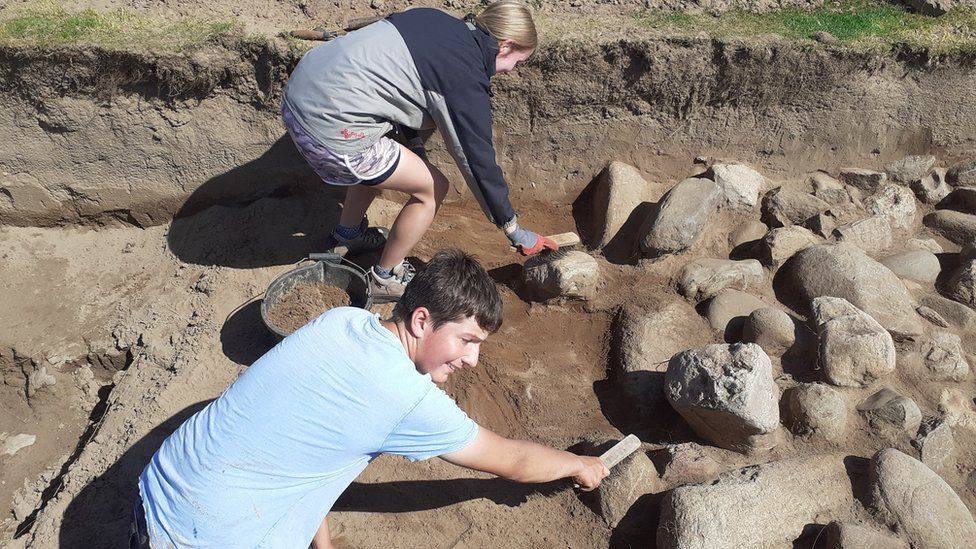 Experts uncover roundhouse at the 125-acre Dinas Dinlle site