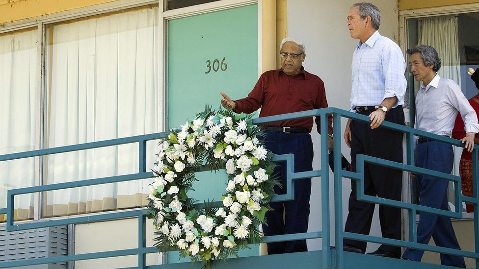Japanese Prime Minister Junichiro Koizumi (R) of Japan and US President George W. Bush (C) are given a tour of the Lorraine Motel in Memphis, Tennessee, by civil rights leader Benjamin Hooks (L) 30 June 2006