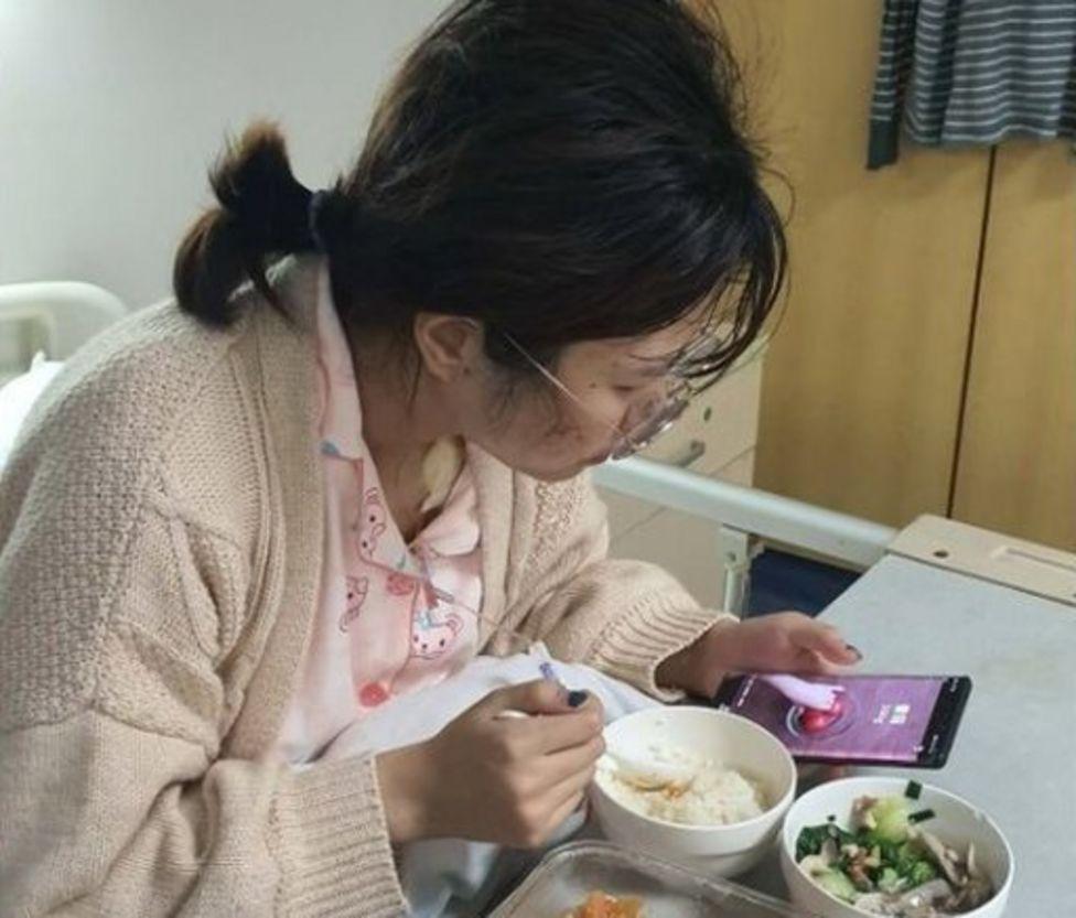 Hu Ping in hospital