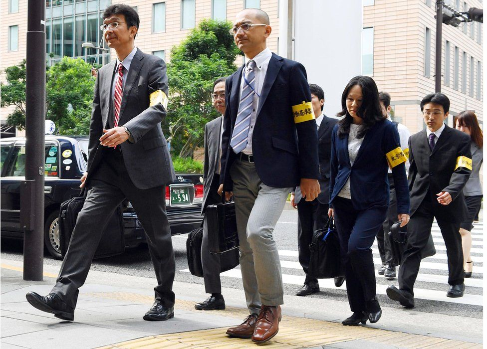 Labour Bureau officials head to Dentsu's headquarters for an on-site inspection on 14 October 2016.
