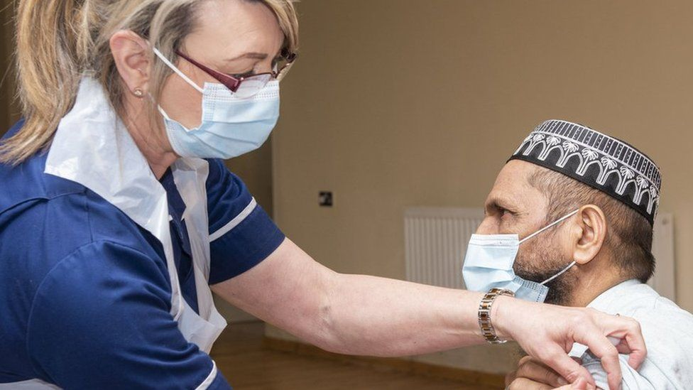 Nurse gives jab to Muslim man