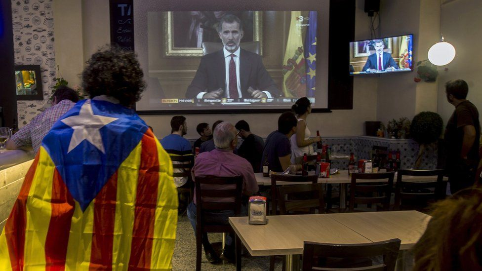 People in a Barcelona bar listen to a broadcast by Spanish King Felipe, two days after the Catalonian referendum, 3 October 2017