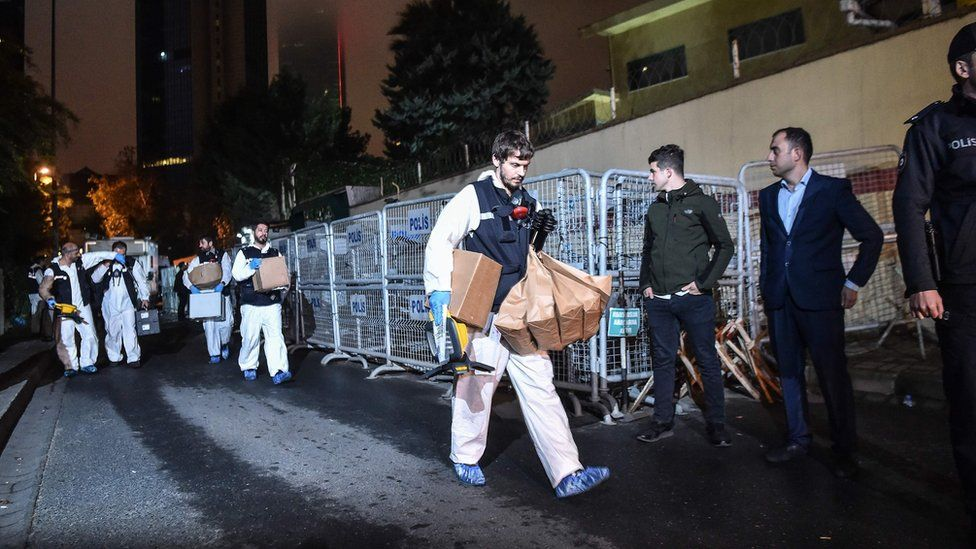 Turkish forensic police officers leave after searching for evidence at the Saudi Arabian Consulate on October 18, 2018 in Istanbul