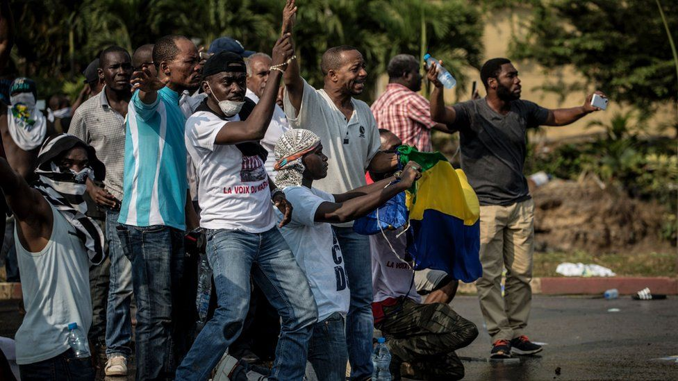 Supporters of Gabonese opposition leader Jean Ping face security forces