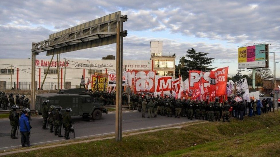 Demonstrators block the Pan-American highway in Buenos Aires on June 25, 2018, during a 24-hour general strike called by Argentina's unions