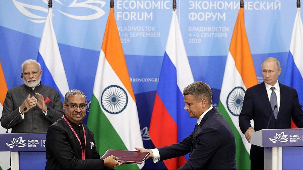 Coal India Managing Director Shri Anil Kumar Jha shaking hands with Russian Far East export chief Leonid Petukhov, 4 Sep 19