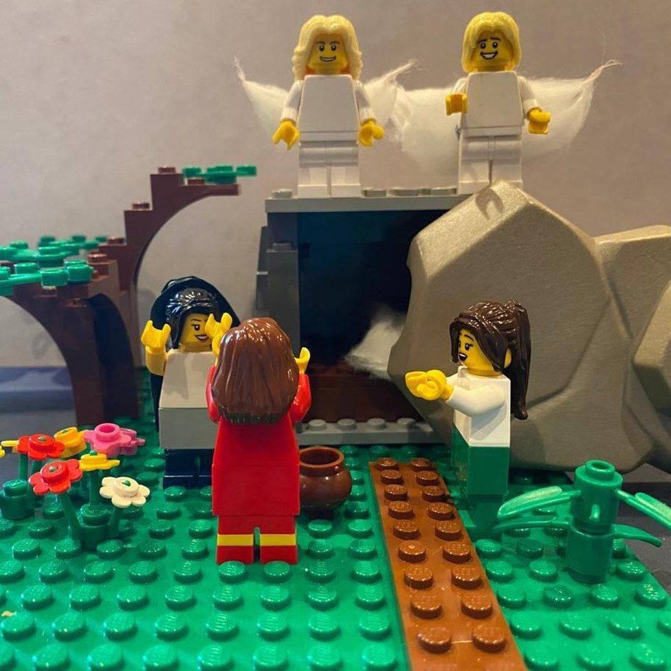 A resurrection scene depicted with Lego