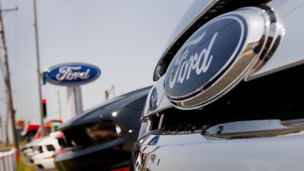 Carmaker Ford announces 7,000 job cuts - BBC News
