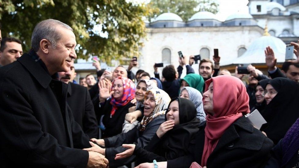 Turkey's President Recep Tayyip Erdogan speaks to supporters in Istanbul after his election win (02 November 2015)