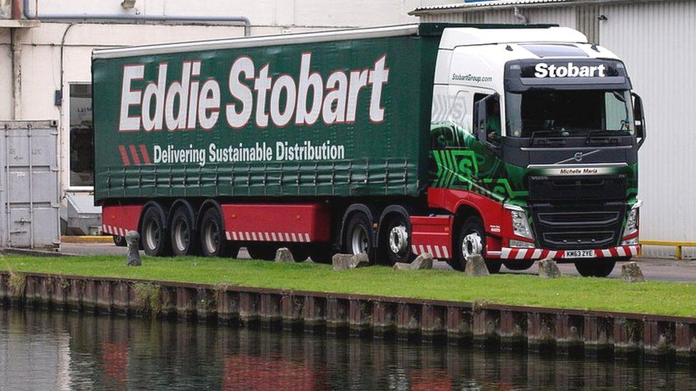 Eddie Stobart chief leaves as shares suspended