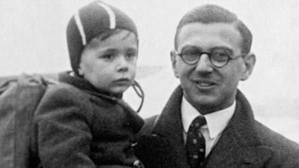 Sir Nicholas Winton and a refugee child in 1939
