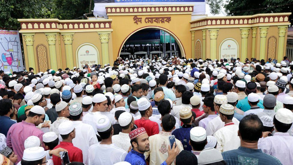 Muslims wait in queues as they undergo security checks before Eid al-Fitr prayers in front of the National Eid Prayer Ground at the High-Court in Dhaka, Bangladesh, 07 July 2016.