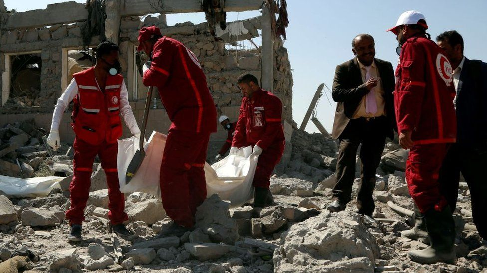 Une frappe aérienne fait plus de 100 morts au Yémen