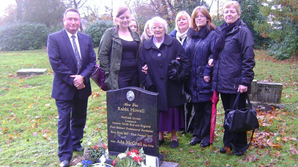 Relatives of Rabbi Howell at the headstone unveiling
