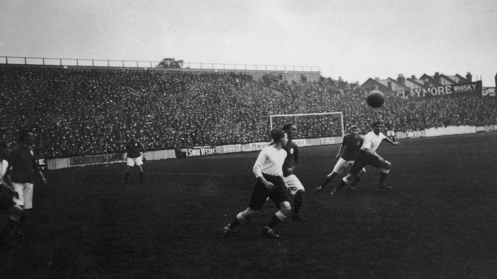 Everton play Tottenham Hotspur at Spurs' White Hart Lane ground, London, 2nd September 1912