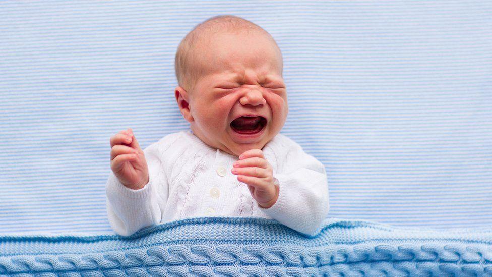 El bebé no puede llorar porque no sabe hacerlo