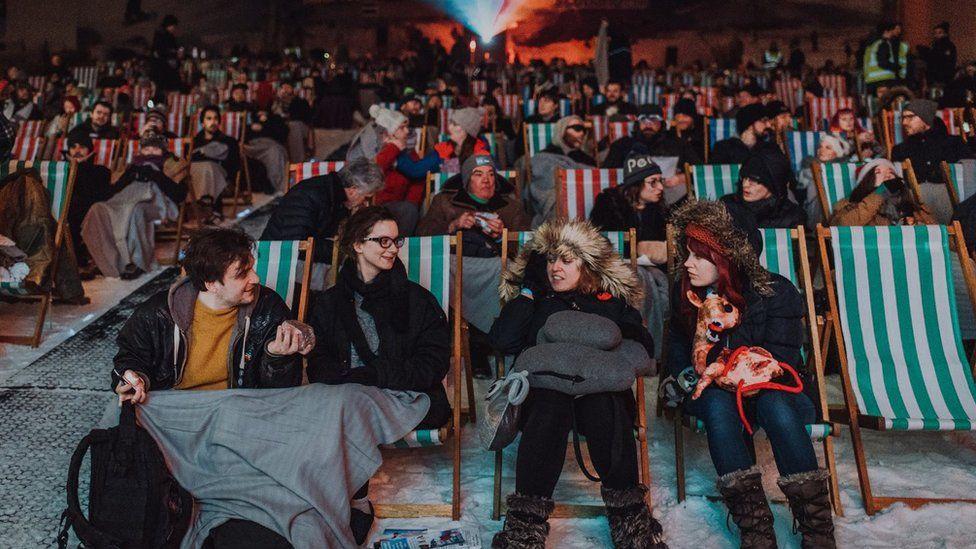 Ski slope screening