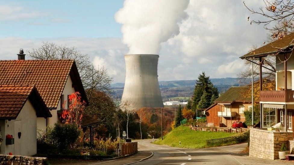 Steam emerges from a cooling tower of a nuclear power plant near Leibstadt in Switzerland (24 November 2016)