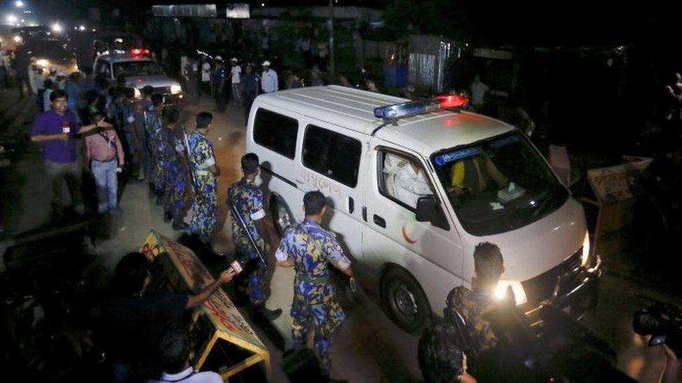 An ambulance leaves Kashimpur Central Jail carrying the body of Mir Quashem Ali (04 September 2016)