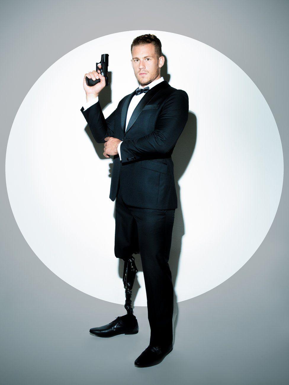 Jack Eyers as James Bond with a prosthetic leg
